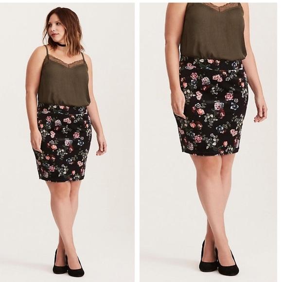 9e8b01fa82730a torrid Skirts | Size 4 Floral Rose Mini Skirt Plus Size 4x | Poshmark